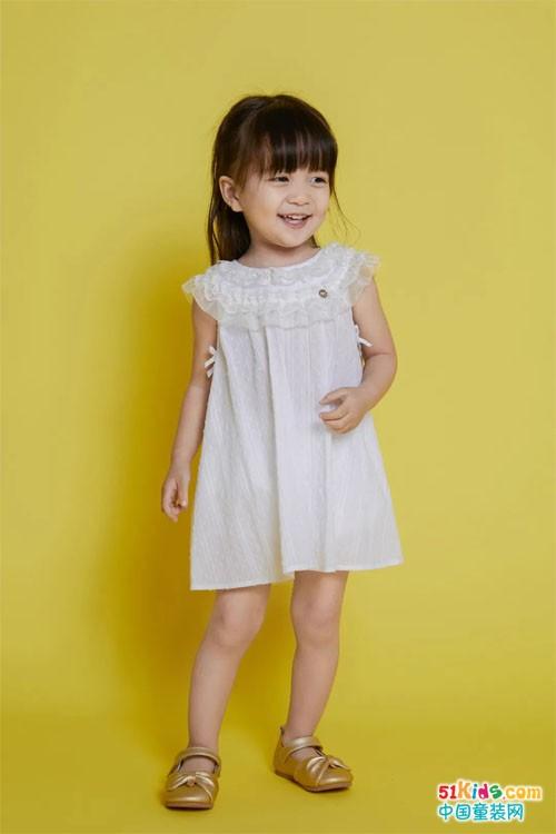 ETTOI 爱多娃 女孩儿和她的连衣裙