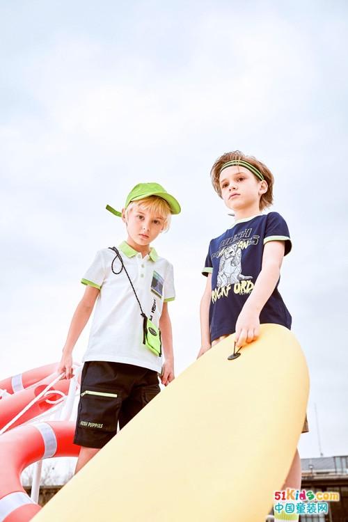 夏日海边游玩这样穿搭更显青春活力,暇步士新品哪款适合你呢?
