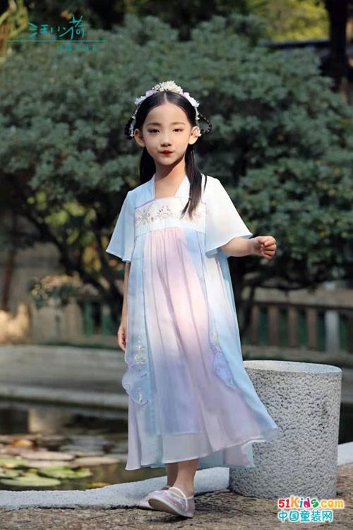 汪小荷中式童装,展现时尚童装国风之美