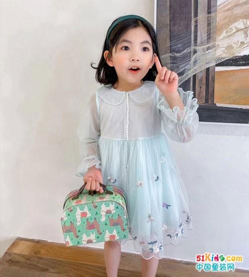 七彩芽童装 给孩子丰富多彩的礼物