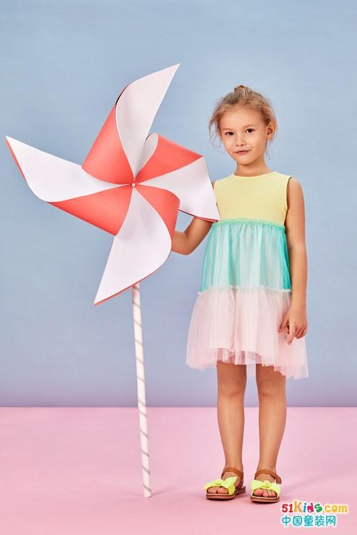 卓兒童裝奉獻時尚精品,小朋友們真幸福