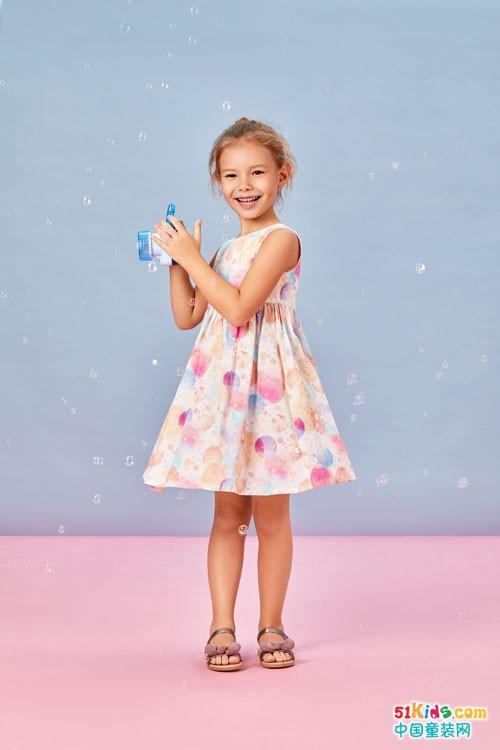 卓儿童装奉献时尚精品,小朋友们真幸福