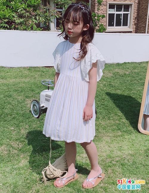 小嗨皮童装,穿出梦幻般的童话场景