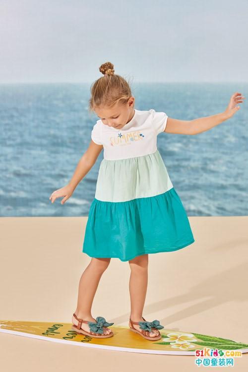 小女孩怎么穿搭清凉又不失童趣?拼接裙和短裤哪个更适合女孩穿?