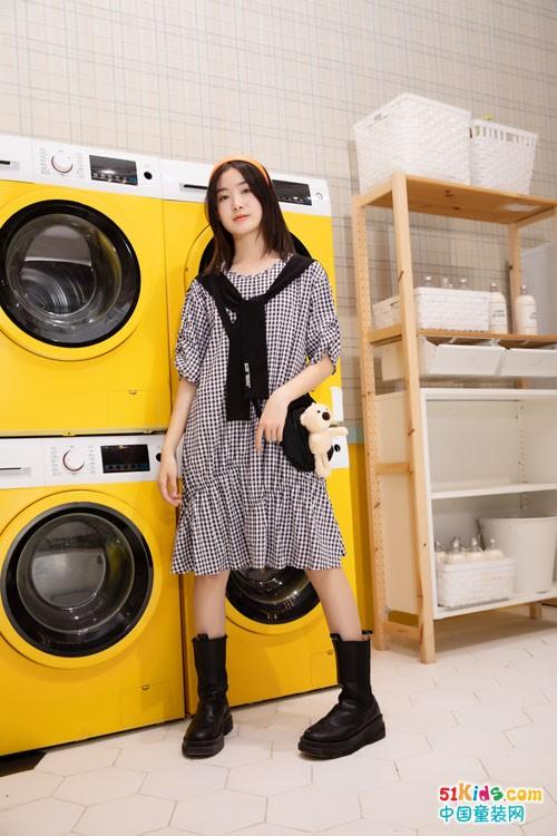 什么颜色的裙子能提亮肤色?短裤和长裙哪个更显好身材?