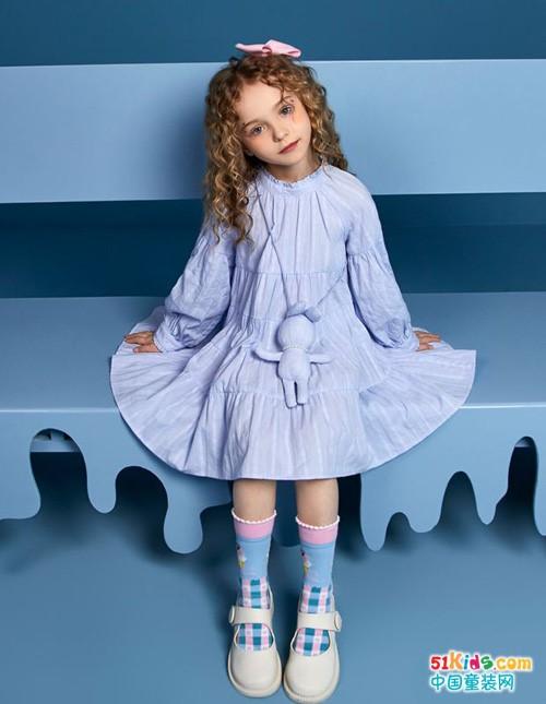 今年秋季流行什么色系?文静的小女孩适合穿哪种裙子?