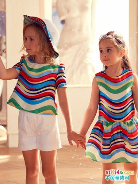 初秋有哪些流行元素?彩虹纹和斑马纹分别适合什么气质的女孩?