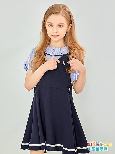 收腰裙哪个款式更经典?纯色裙和花色裙哪个更好看?