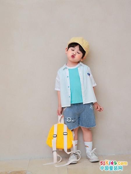 适合男童出街的休闲搭配有哪些?如何把T恤衫穿出质感?
