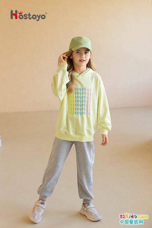今年流行哪些款式的秋季運動裝?灰色運動褲與什么上衣搭配最潮?