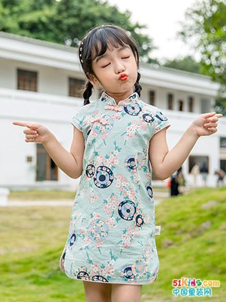 女孩怎么穿更显瘦?旗袍和裙子哪个更时尚?
