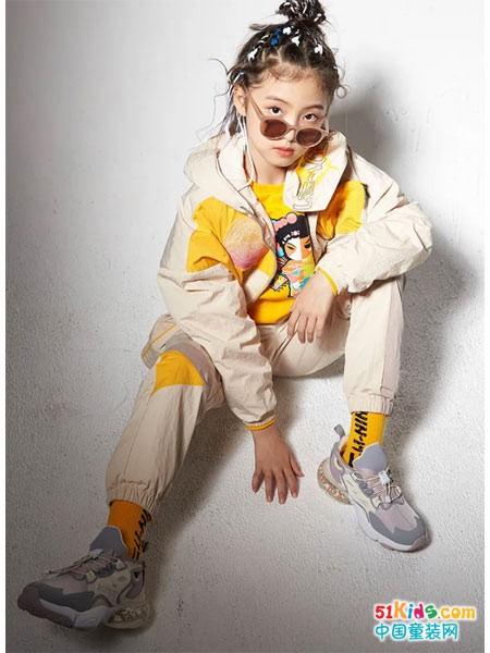 李宁儿童时尚运动套装,装扮孩子潮酷运动风尚