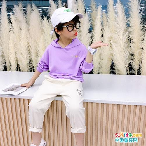 寶寶適合哪些明艷的色彩?為什么童星們都喜歡把褲腿卷起來穿?