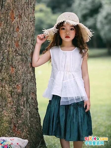 那种风格的裙子更适合萌宝宝穿?韩版裙和套裙哪个更有韵味?