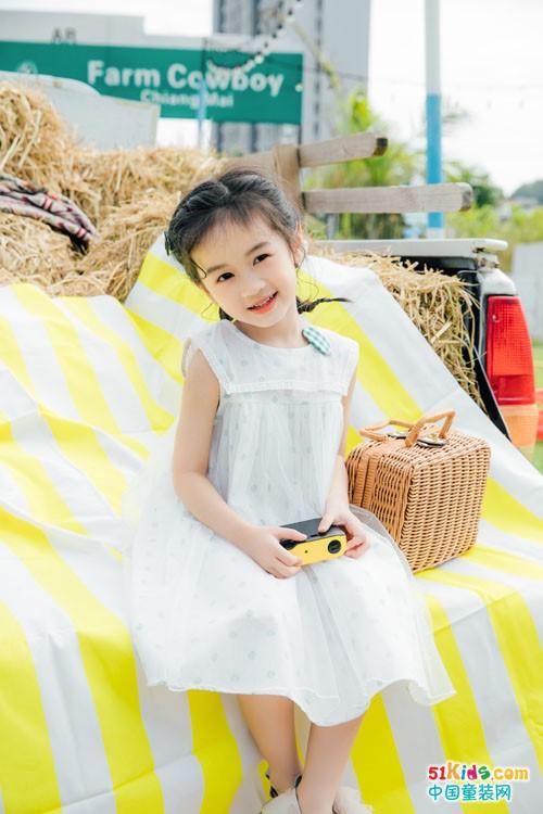 浅色系怎么搭更闪更靓丽?有哪些夏末初秋穿的小女孩搭配?