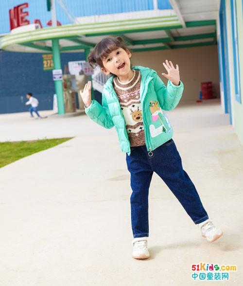 牛仔裤和什么上衣搭配最时尚?今秋流行什么款式的小外套?