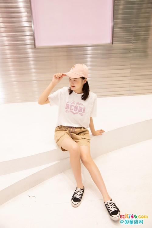 短裤和吊带裤哪个跟白T搭配更好看?有哪些新款适合女孩初秋夏末穿?