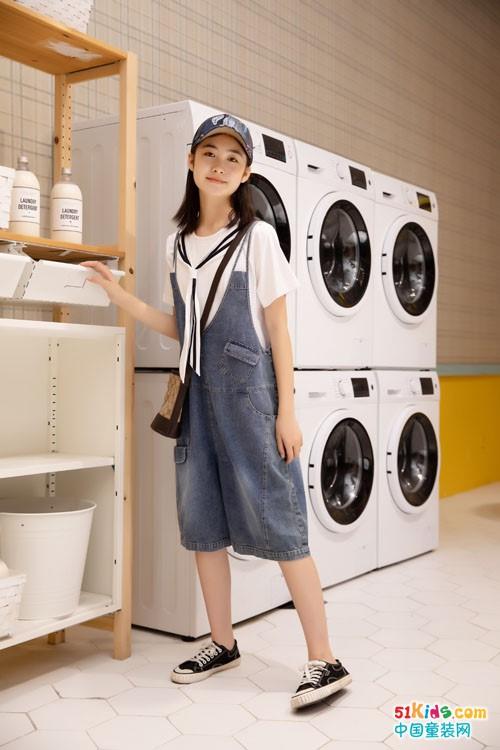 个跟白T搭配更好看?有哪些新款适合女孩初秋夏末穿?