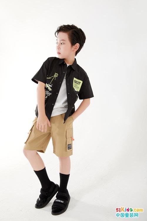 短T与五分裤怎么搭配最经典?浅色马裤配什么上衣最好看?