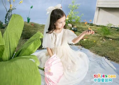 可爱型女孩适合哪些经典版裙子?如何把套裙穿出甜美范儿?