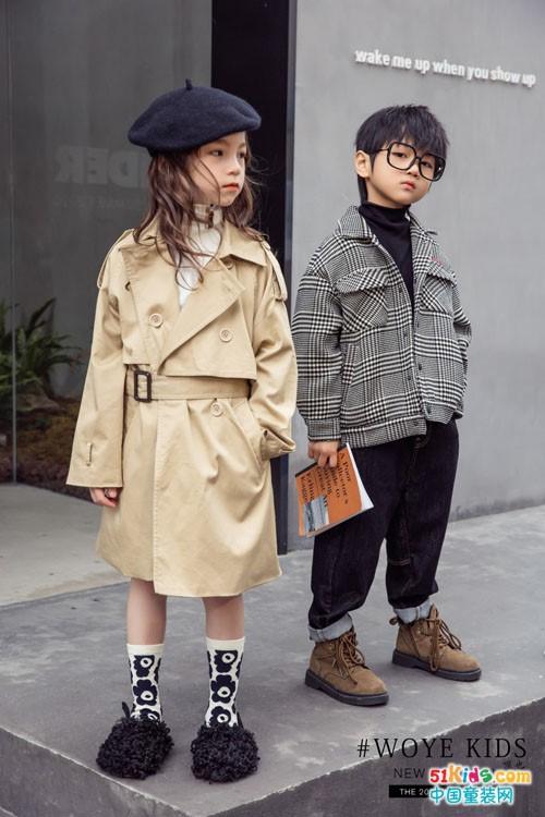 今年秋季流行什么款式的风衣?如何低调的深色系穿出无限活丽?