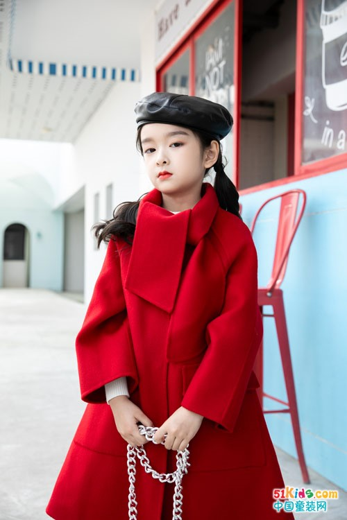 今年流行哪款秋冬日时尚外套?呢绒大衣怎么搭更显瘦?