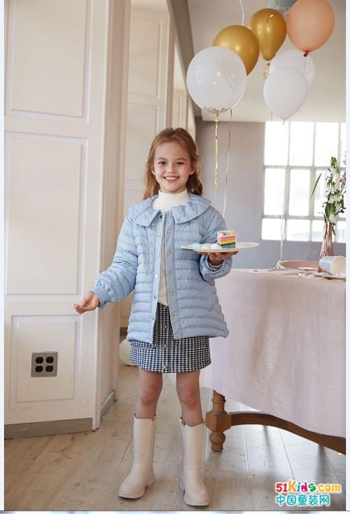有哪些有风度又有温度的秋冬裙推荐?连衣裙和小套裙哪个更容易穿出时尚感?