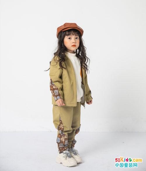 如何把小女孩打扮得潮酷一点?三四岁小女孩适合什么风格的运动装?