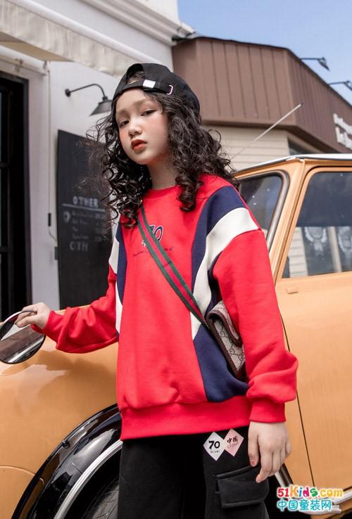 红色休闲衫配什么裤子休闲又有气质?T恤衫如何搭配更潮?
