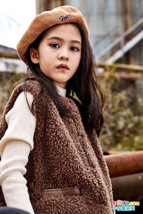 """十岁女孩穿搭宝典!带你寻找时尚的""""棕""""迹"""