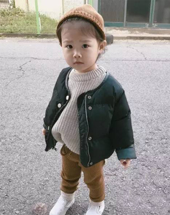 2位小甜妞的超暖和冬季搭配,你更「哈」谁的穿搭?