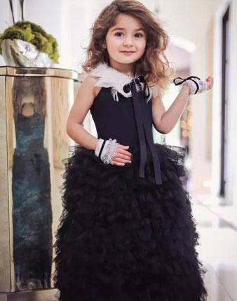 时尚不受限制,她3岁就能hold住各种穿衣风格!