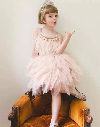 活力有气质,小萝莉的复古时尚看了你就懂!