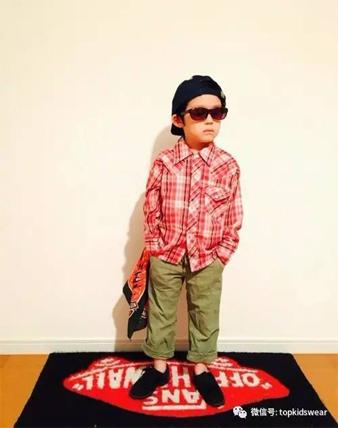 墨镜小男孩的酷炫时尚,就爱尝试个性另类!