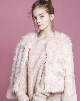 想要有名媛气质,不备上一件毛毛外套哪里算有范?