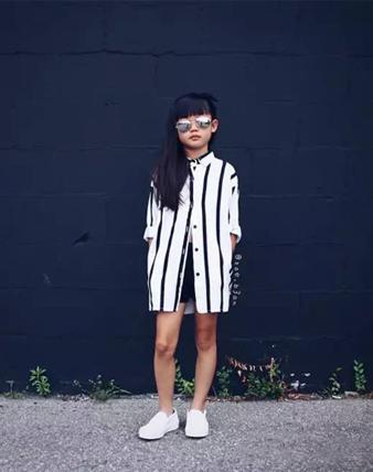 8岁潮妞的气场搭配,每一次搭配都像是时尚大片!
