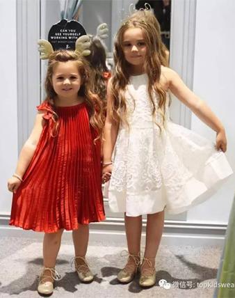 看完这对姐妹花的穿搭,终于知道怎样打扮最好看!