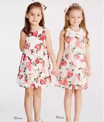 小公主穿上漂亮的连衣裙,在秘密花园里嬉戏~
