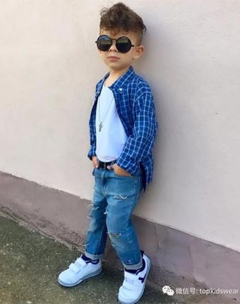 就要这样帅气!超会穿搭&凹造型的阿尔巴尼亚小帅哥