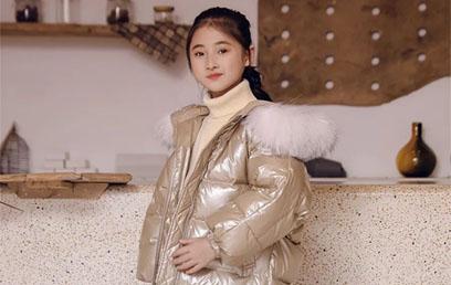 """冬季""""战袍""""加身,央视常驻嘉宾陈子妍用穿搭解密明星生活"""
