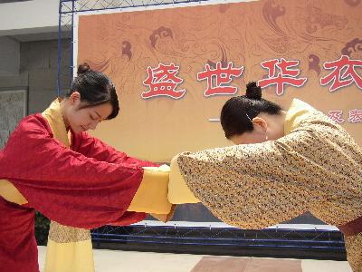 湖南昨日举行西汉服饰表演(图_服装设计 - 中国童装网