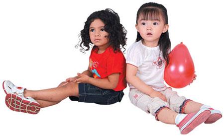 """网站首页 服装设计 童装新闻 """"春芽子""""牌儿童服装 守护小孩子的天使"""