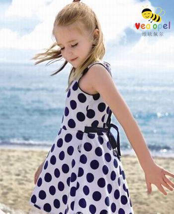 环保儿童服装步骤_晶晶秀秀自制的环保衣靓照展示中国童装网